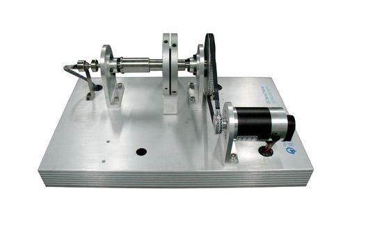 模拟量控制系统作为驱动,该系统采用线性功放作为驱动电路, 亦可进行